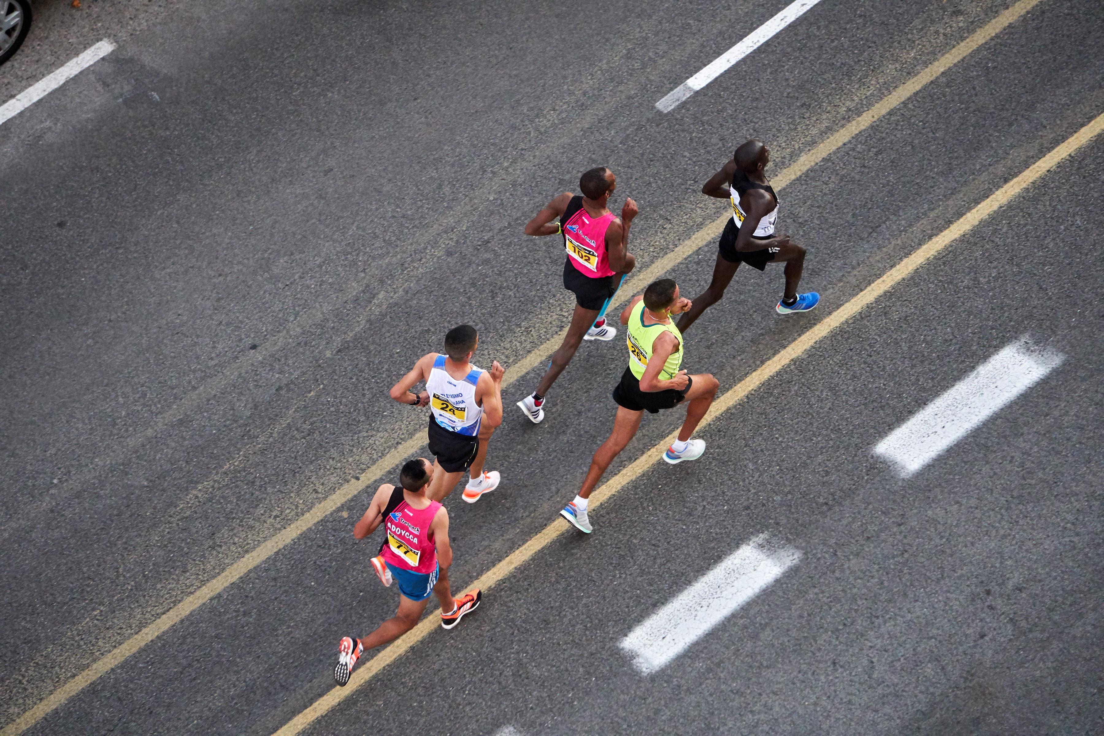 fast runners, fast shutter